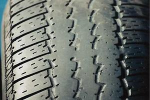 Overinflation tire wear.jpg